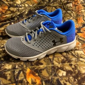 NEW Under Armour RAVE Run Shoes Boys 5Y
